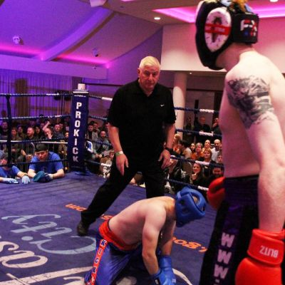 Cameron Scott dropped Konrad Baranski in their light-contact match at the Stormont hotel in Belfast