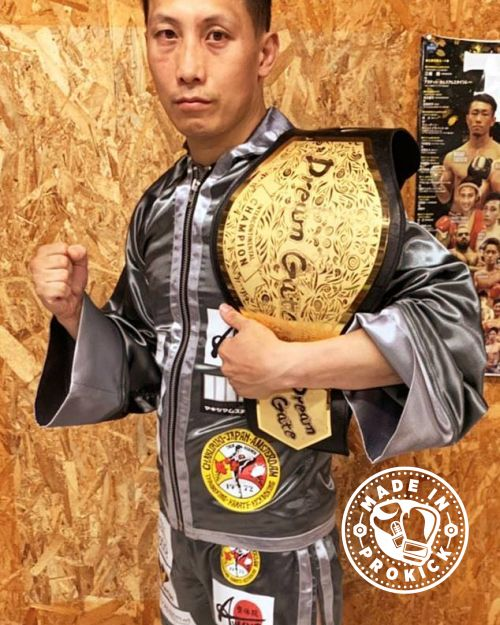 Sone's record stands at 25 fights 15win with 5 by KO, 8 lose and 2 draws - he also has an MMA professional record of 17 fights,10 wins and 5 of those wins by KO. He holds the Dream Gate 68kg championship.