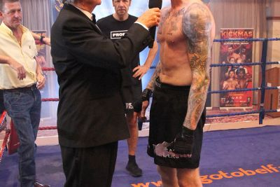 Darren talking with MC Mr Gary Gillespie at the end of his match