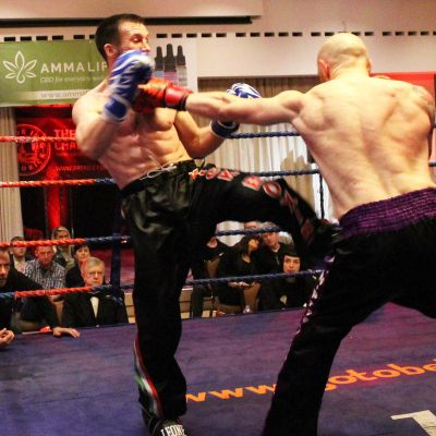 Matthew shoots a Jab off against Thomas Poullain (Switzerland) at the Stormont hotel