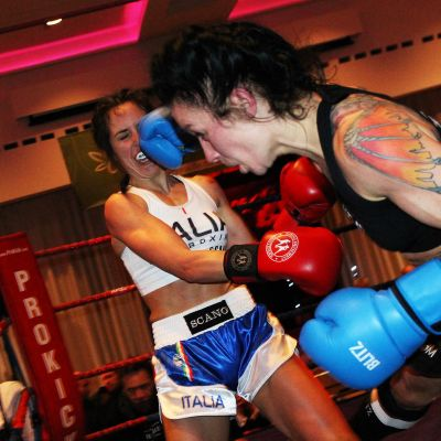 Rowena lands a right hook to the head of Italian Maura Scano in their low-kick style match at the Stormont hotel in Belfast